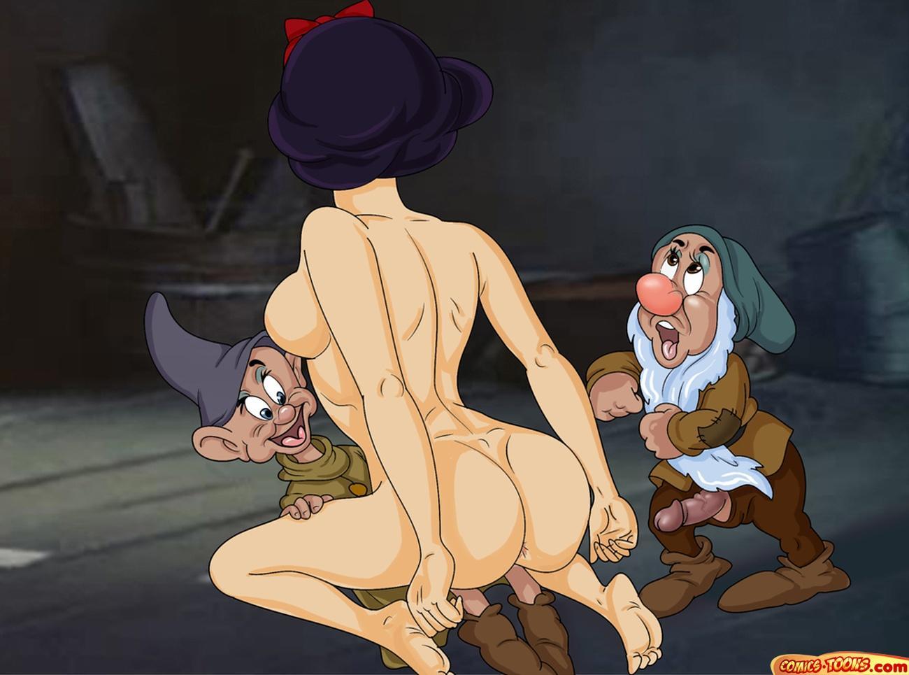 Белоснежку порно трахнул