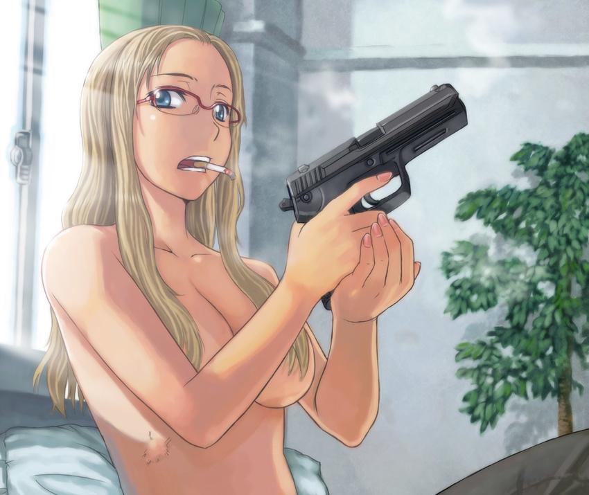 porno-blondinka-ugrozhala-pistoletom