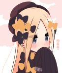 1girl abigail_williams_(fate/grand_order) bangs black_bow black_dress black_hat blonde_hair blue_eyes blush bow covered_mouth dress eyebrows_visible_through_hair eyes_visible_through_hair fate/grand_order fate_(series) forehead hair_bow hand_up hat long_hair long_sleeves looking_away nose_blush orange_bow parted_bangs sleeves_past_fingers sleeves_past_wrists solo translation_request upper_body very_long_hair yoru_nai